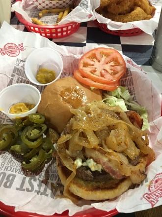 Burger Fuddruckers-