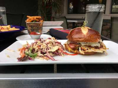 American Hangout burger