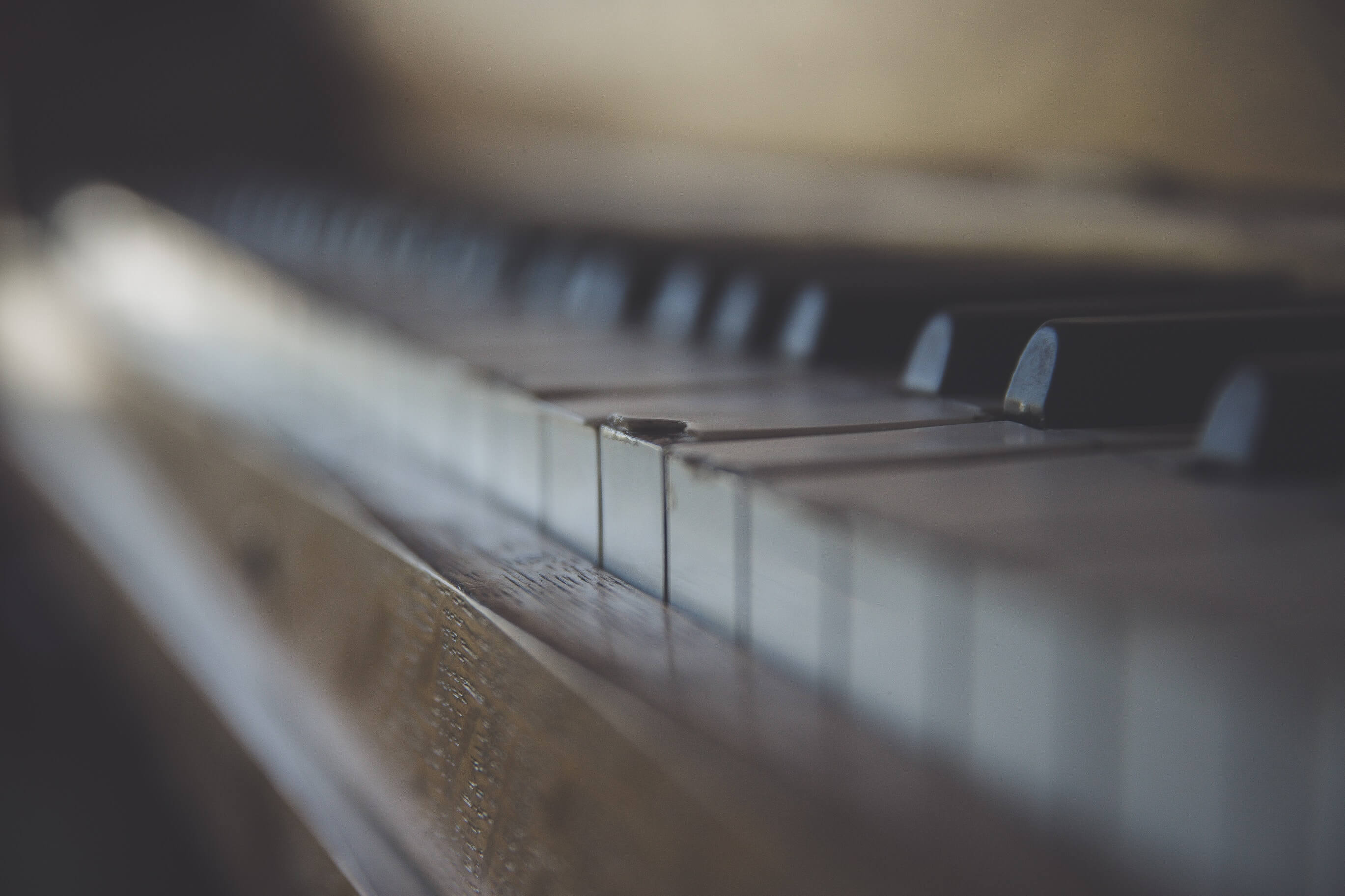 Broken piano - by Ryan Holloway on Unsplash